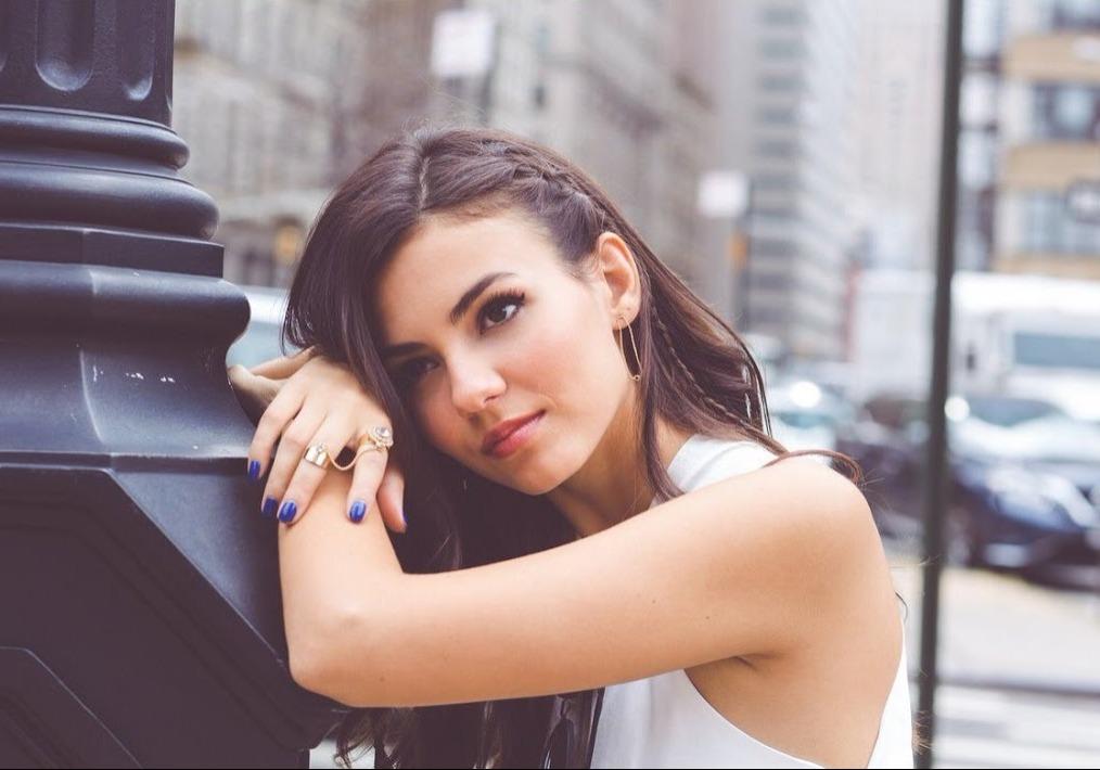 Latest] Stylish Attitude Girl Images for Fb Profile Pic